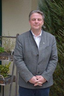 Glücklich sieht anders aus: Der mit 50,7 Prozent denkbar knapp wiedergewählte Wolnzacher Bürgermeister Jens Machold (CSU).